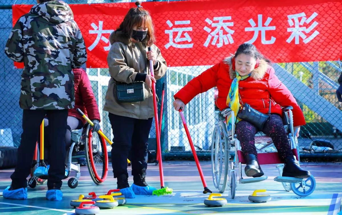 """近距离感受冬奥!西城举办""""欢乐冰雪 激情冬奥""""残疾人体验活动"""