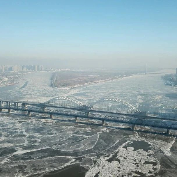 松花江干流哈尔滨江段封冻