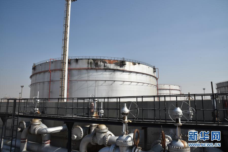 沙特一石油设施遭袭爆炸起火【图】