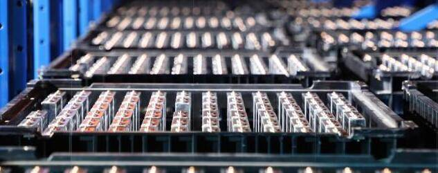 电池保卫战告捷,磷酸铁锂年内首次提价