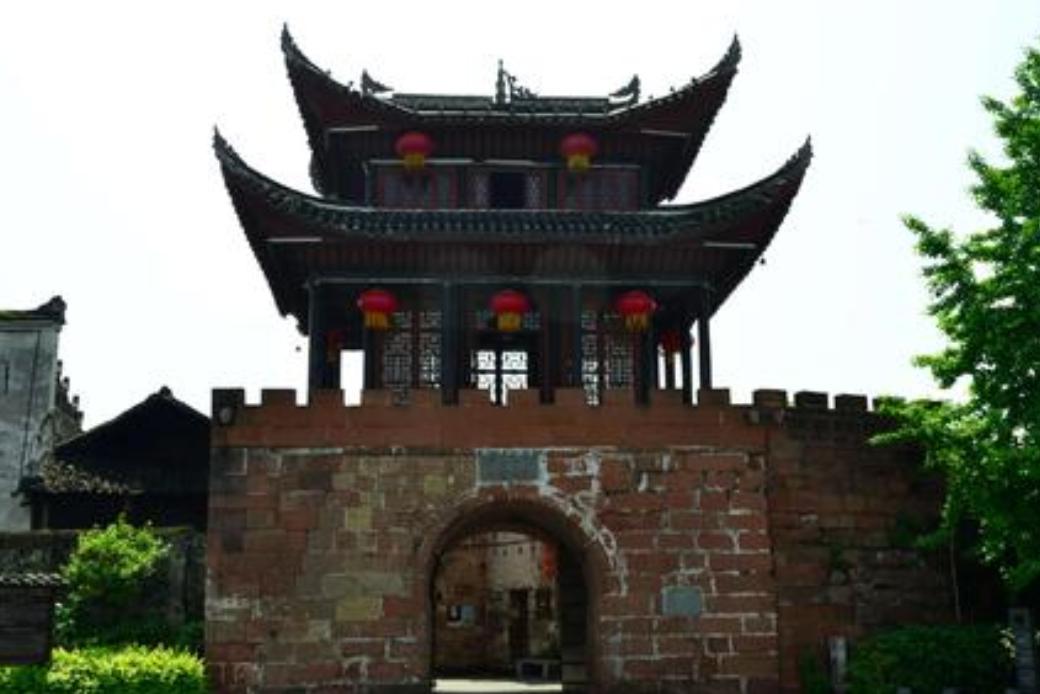 """湖南最""""委屈""""的古镇,比凤凰古镇早900年,门票70却游客稀少"""