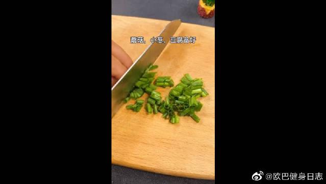 一份蛋白质俱全的鲜蔬汤,既能满足你的味蕾,又能减脂!