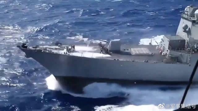 """美国海军""""桑普森""""号驱逐舰,这么晃,甲板上的士兵居然不晕"""