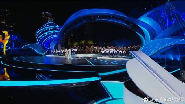 陈学冬、唐艺昕带来歌曲《大海啊故乡》……