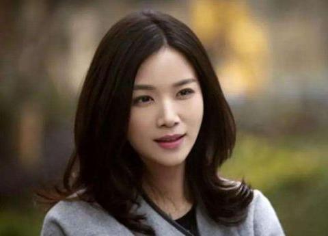 """陈思诚""""宠了""""她3年,却转身娶了佟丽娅,现在她36岁依旧单身"""