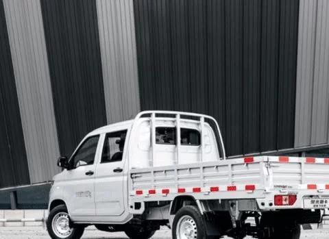五菱造好车,全新下乡版荣光新卡,带龙门架载重1.1吨,仅5万出头