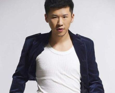 怪不得他演技那么好,原来他是老戏骨王馥荔的儿子