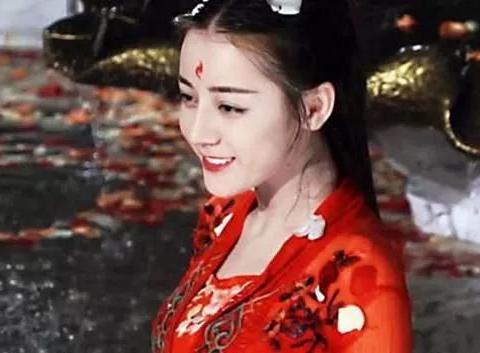 """赵丽颖红衣古装,杨幂红衣古装,热巴红衣古装,而她却是""""巅峰"""""""