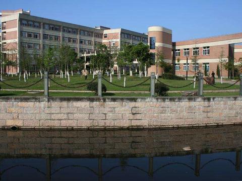 浙江8所顶级高中排名:杭州入围3所学校,而金华和嘉兴皆无一上榜