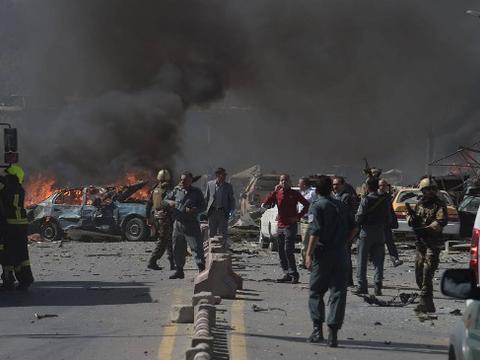阿富汗局势彻底失控,市场发生连环爆炸,至少59人倒在血泊中
