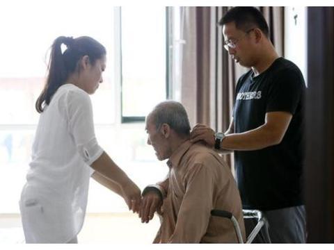 70岁老人被强送敬老院,含泪控诉:老了才知道,生男生女不一样