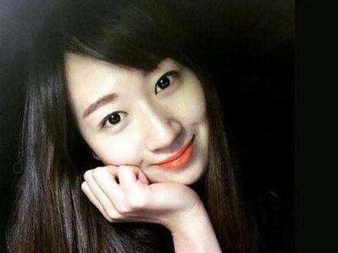 她是中国最美排球女神,身材傲人仍单身,腰部纹身惹争议