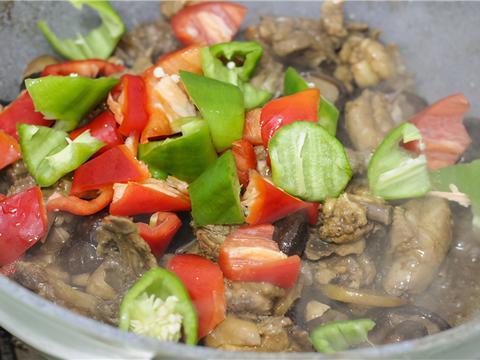 在家就能做的黄焖鸡米饭,方法简单,肉质滑嫩,学会不用花钱买了