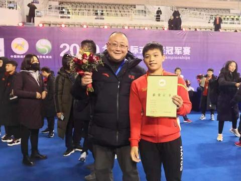 全国国际式摔跤冠军赛:武汉体校选手邓莉四连胜夺冠