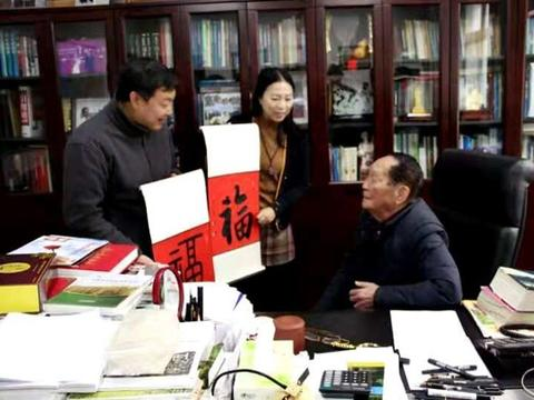 受邀中国杂交水稻研究中心,袁隆平院士亲切接见乔领、宁雪君