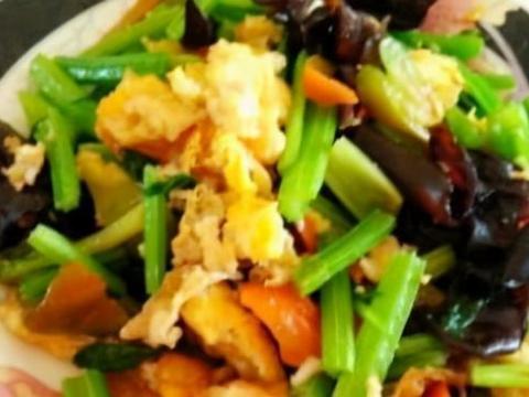 美味家常菜:剁椒辣炒鸡胗,鸡蛋木耳炒芹菜,枸杞煲猪手