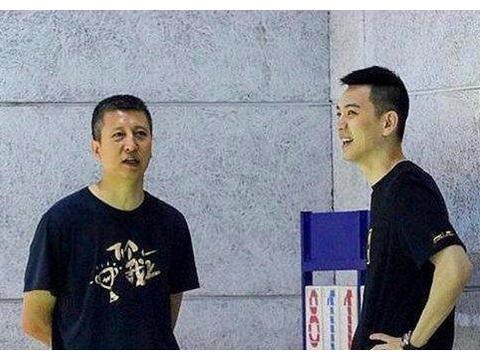 国产魔兽复出无望!李洪庆透露最新情况,二哥,教教他们抢篮板吧