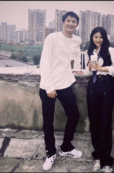 郑琴心&钟佩妍 虽然措措和琴心外型有点搭吧~ 但还是感觉…………