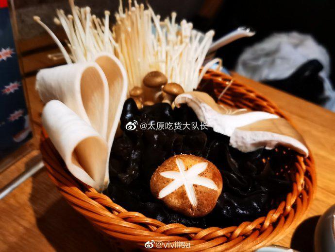 吃货@vivilisa 探店:礼舍日式和牛火锅店