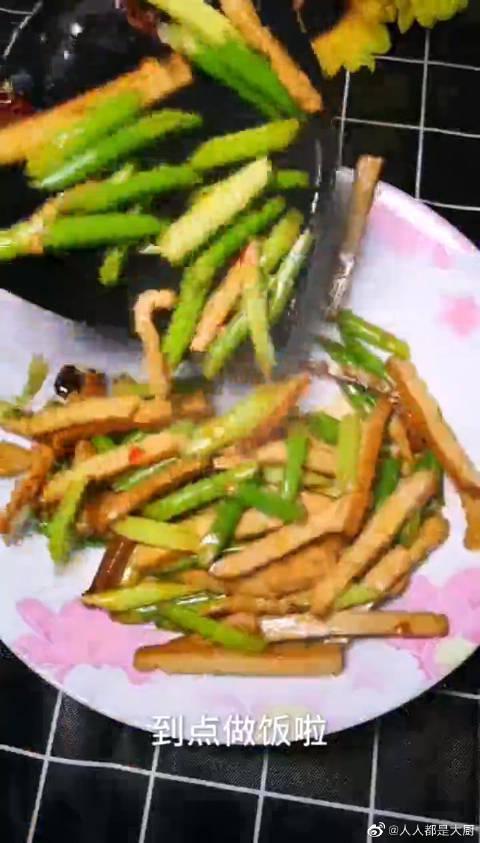 蒜苔炒豆干做法讲解,真的很详细