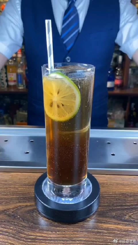 长岛冰茶口感细美,但是酒精度高,容易让人醉酒出丑