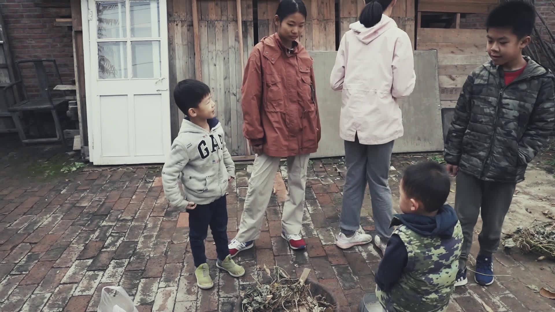 今天跟着晃姐@洪晃 继续了解下苑村的孩子们……
