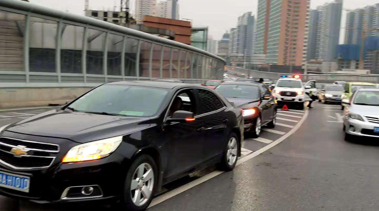 变道请小心!今早郑州农业路高架两起事故都是因为这!