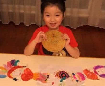 6岁阿拉蕾烫头发父母被狠批,可阿拉蕾说了3个字,好萌哦