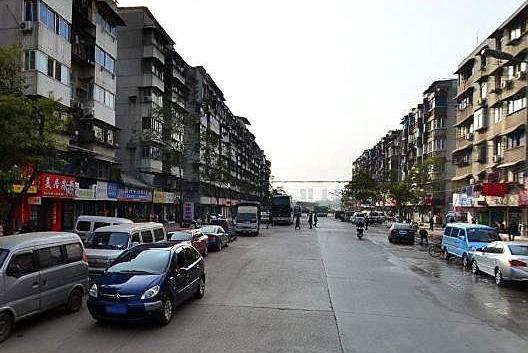 武汉江汉区常青街扬子社区,下沉党员解决,小区停车乱象