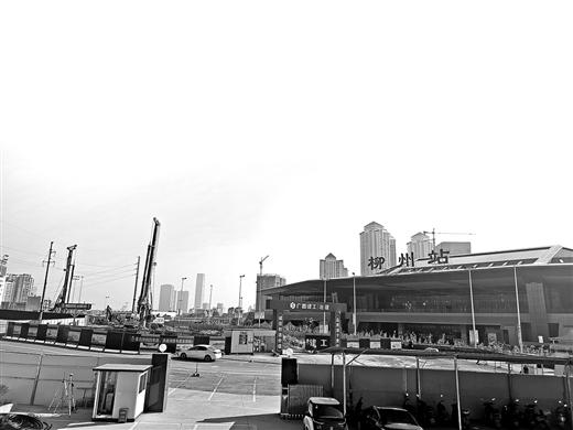 柳州火车站西广场外开始改造