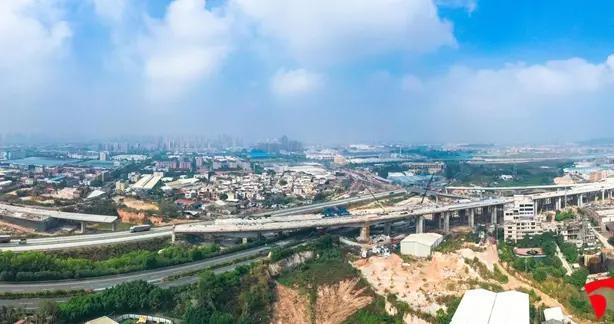漳州市区东环城路跨高速互通桥主桥合龙