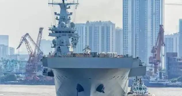 三号舰安装舰岛 首制舰再海试 距离8艘两栖攻击舰还有多远?