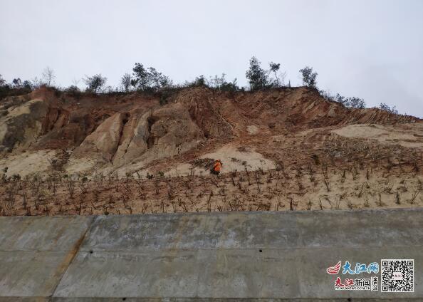 庐山公路分局修复G532九共线K27+840右侧边坡(图)