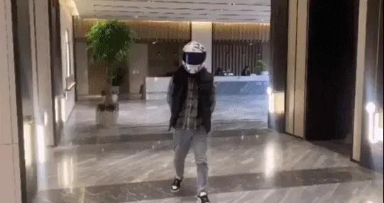 """戴头盔买房能少花30万,""""扎心""""了"""