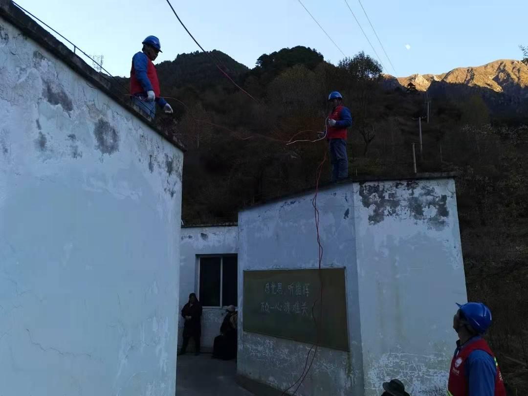 甘孜州九龙县发生山体滑坡 768户供电中断 正在紧急应对