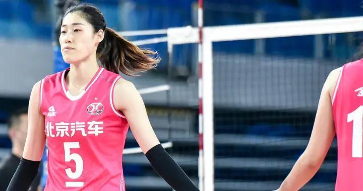 中国排协大开绿灯,北京女排更换两名球员,迪克森还是无缘参赛