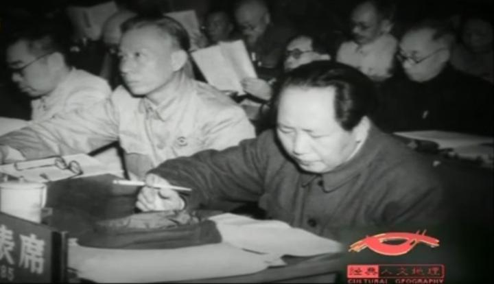 1949年新政协筹备会,会议由毛主席主持,各民主党派代表积极参加