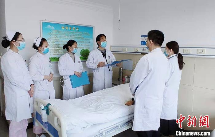 甘肃社区医生基层坐诊二十载:儿时愿望成一生坚守