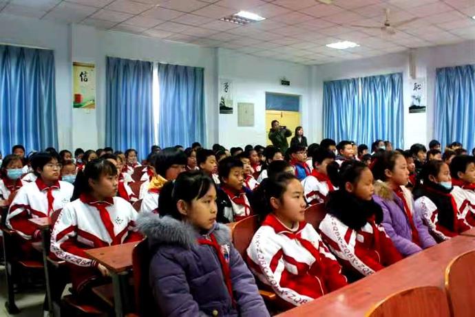 殷都区司法局局长陈计军到北蒙小学讲授法治思政课