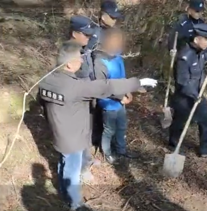 男子涉嫌13年前酒后杀妻伙同父亲埋尸,警方挖出疑似受害人尸骨