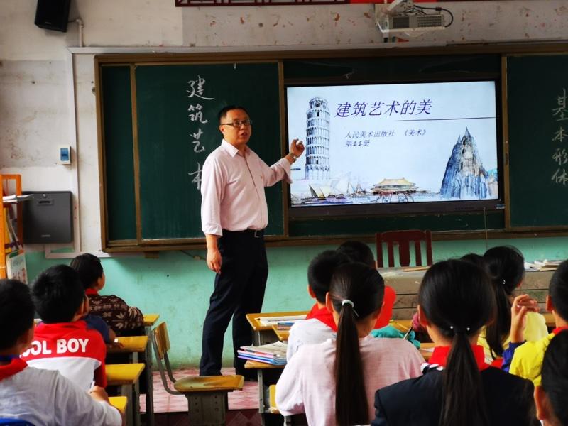 济南历城区小辛小学校长崔金顺:书写教育精准扶贫的湘西答卷