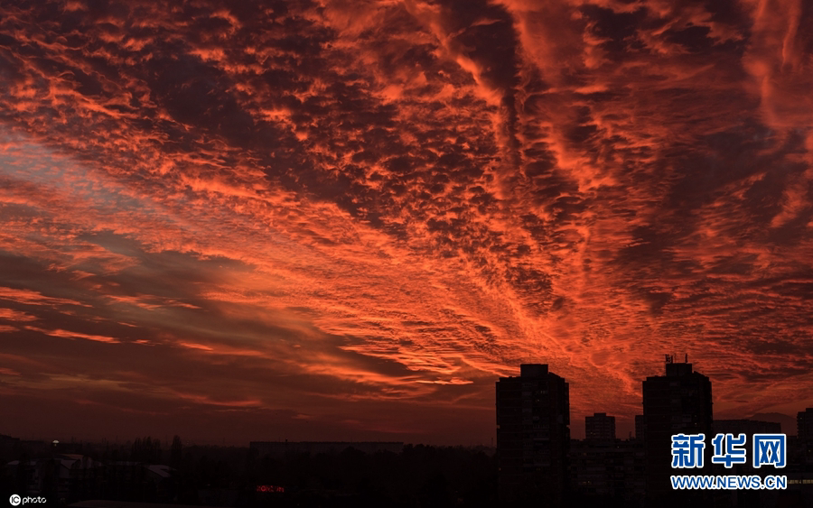 克罗地亚日落风情 火烧云染红半边天