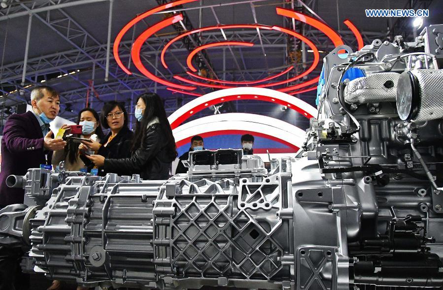 Visitors view the model of a Weichai 13G powertrain during the 2020 World Industrial Design Conference in Yantai, east China's Shandong Province, Nov. 25, 2020. The 2020 World Industrial Design Conference is held from Nov. 25 to 29 in Yantai. The conference also includes an exposition of China's top industrial designs, with over 800 domestic companies showcasing over 1,000 exhibits of new technology, new design and new products. (Photo by Sun Wentan/Xinhua)