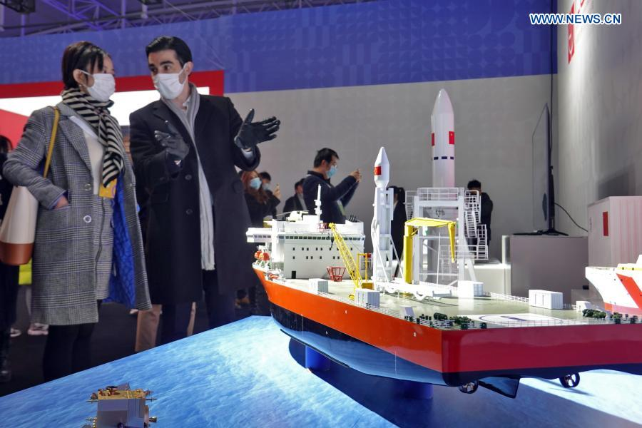 Visitors view the model of a carrier rocket maritime launch system at an industrial design exhibition during the 2020 World Industrial Design Conference in Yantai, east China's Shandong Province, Nov. 25, 2020. The 2020 World Industrial Design Conference is held from Nov. 25 to 29 in Yantai. The conference also includes an exposition of China's top industrial designs, with over 800 domestic companies showcasing over 1,000 exhibits of new technology, new design and new products. (Photo by Tang Ke/Xinhua)