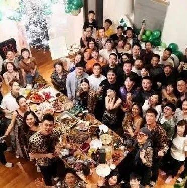 专家表示:吉克隽逸的奢华豪宅!客厅容纳几十人聚餐没问题,不愧是刘欢徒弟