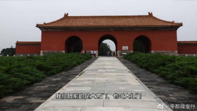 北京明十三陵的总神道,直达明成祖的长陵,全场约7.3公里