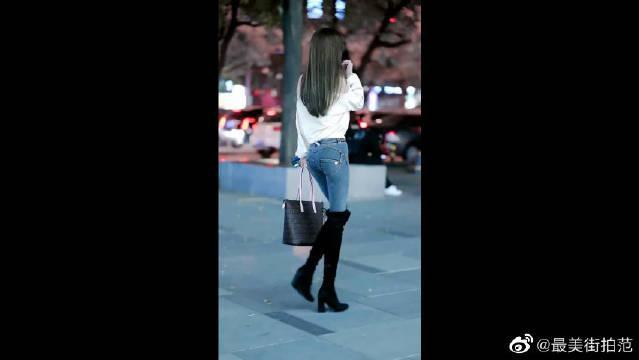 果然还是牛仔裤,最能呈现女人的曲线美啊