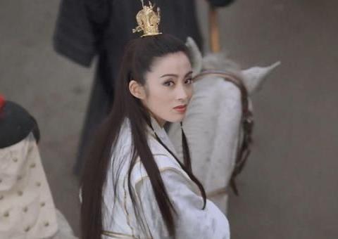 52岁张敏拜访导演张纪中,颜值依旧,她将复出?