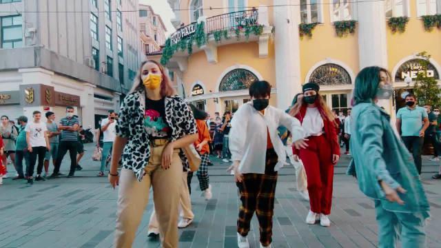 土耳其舞社CHOS7N帅气翻跳防弹少年团《DYNAMITE》……