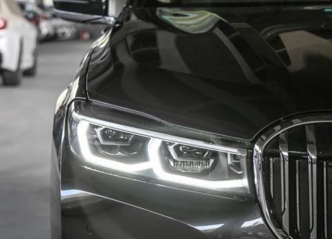 便宜到奔驰的恐惧,这辆车已上市,降价,我们还应该看奥迪A8